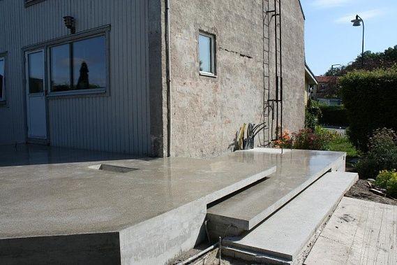 gjuta betongplatta uteplats