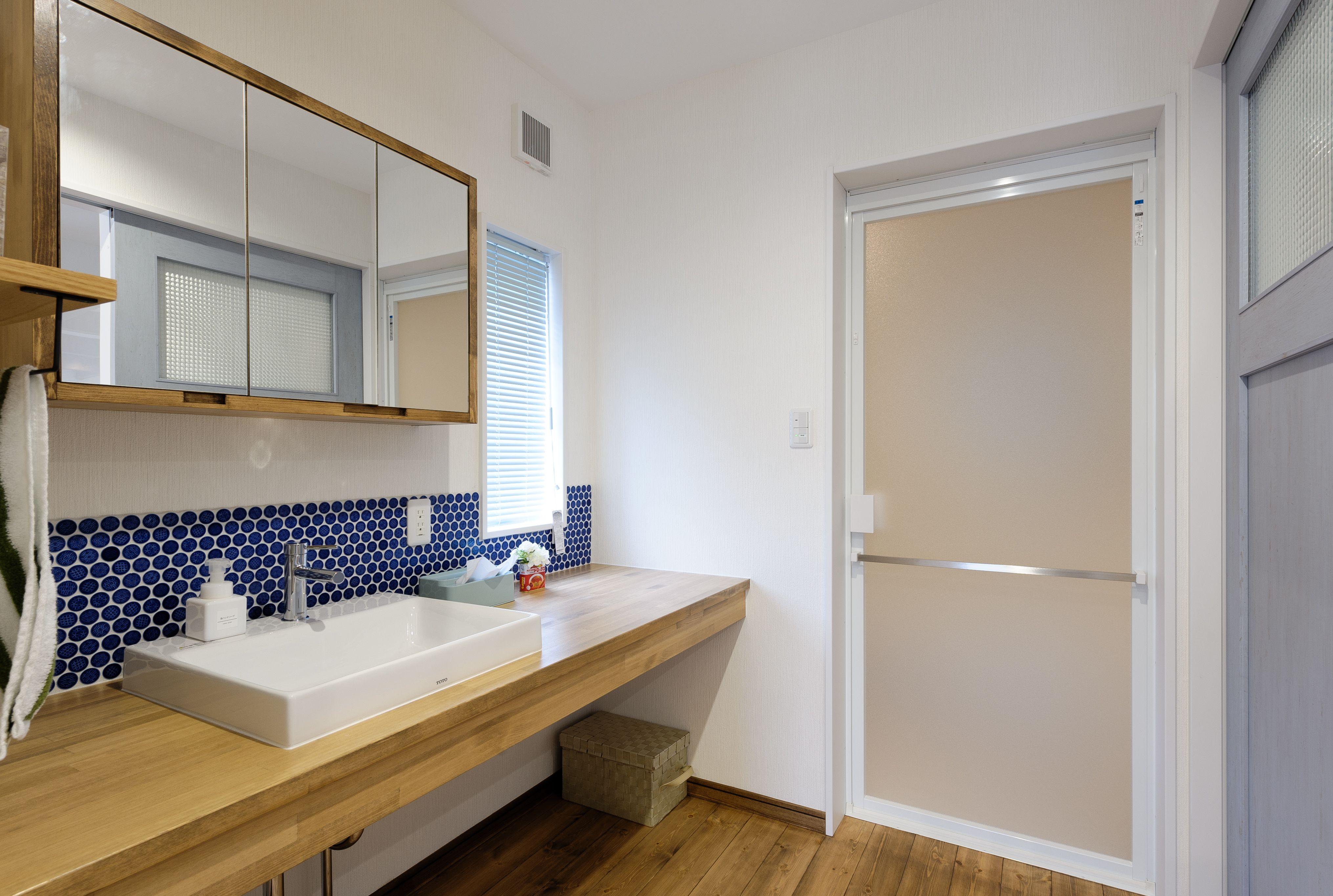 小布施町の注文住宅写真集 収納アイデアが満載 カフェ風の家 浴室