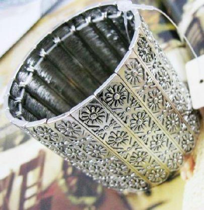 Silver Retro Vintage Carved Elastic Bracelet #SheInside
