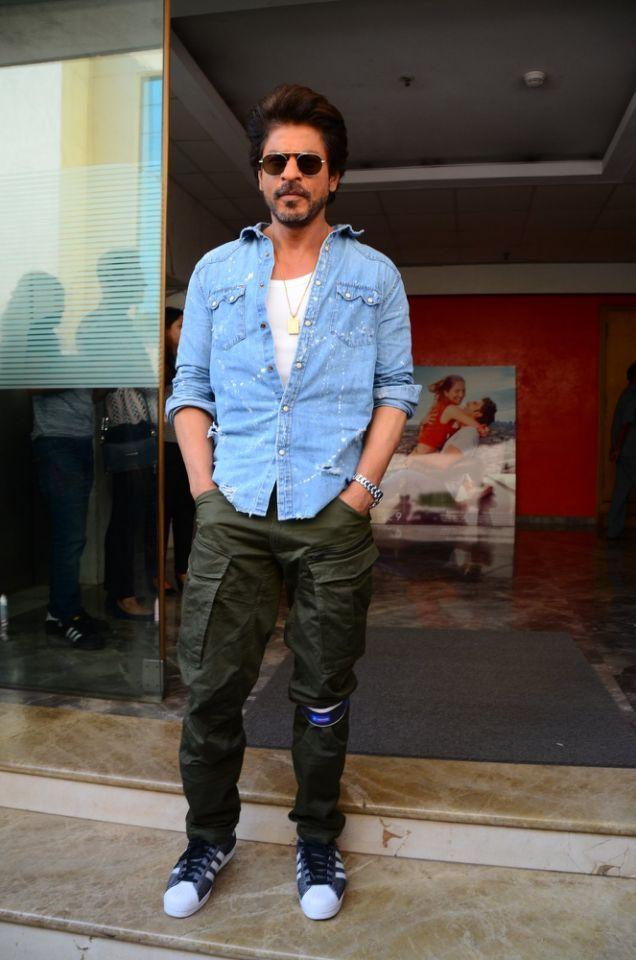 Shah Rukh Khan Like Always Looked Dashing In Cargo Pants