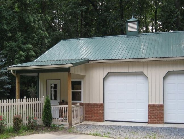 Pole barn garage with living quarters barn designs for Metal building garage apartment