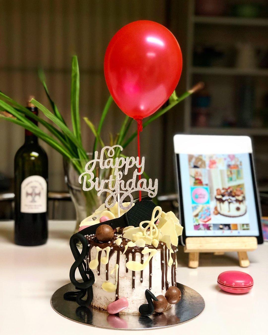 🎼🎶🎵 weekend cake 🎤 🎂 🎂 🎂
