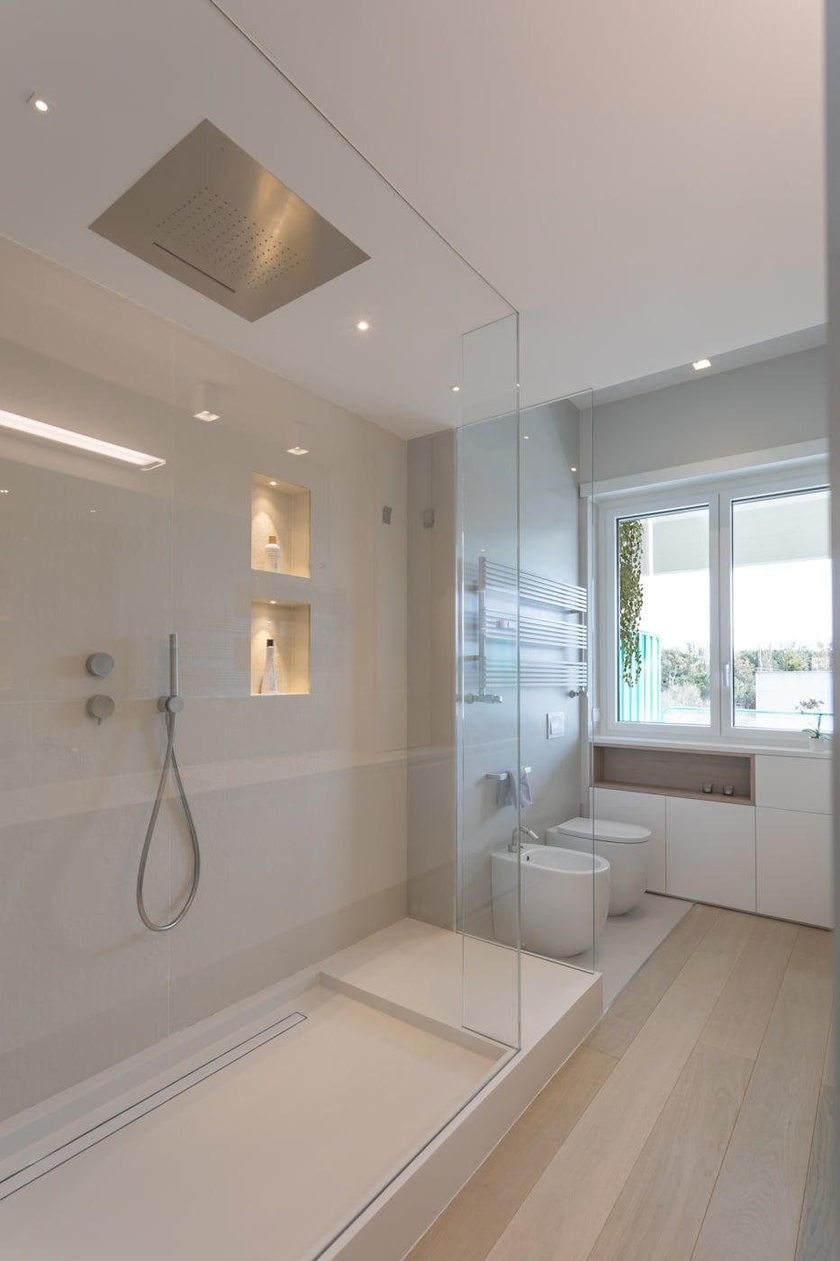 Casa Fg Bianco Scolpito Mamestudio Bagno Moderno Homify Arredo Bagno Bianco Bagno Interno Bagno Minimalista