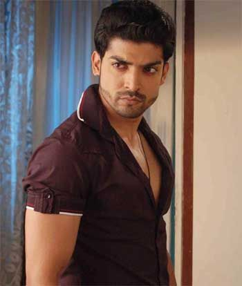 Gurmeet Choudhary In Swadhinta Serial On Star Plus With Images Most Handsome Actors Handsome Actors Star Cast
