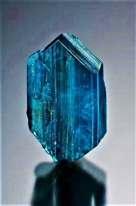 Euclase Stones And Crystals Mineral Stone Minerals And Gemstones