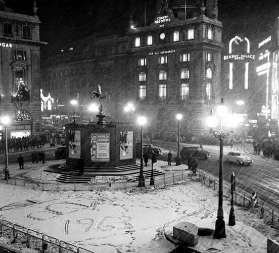 Pin by Karen Smith on London Snow Scenes   Piccadilly ...