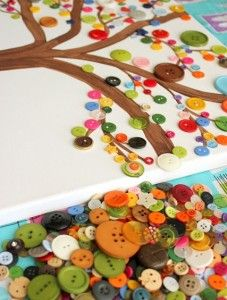 knutselen met knopen. Maak zo bijvoorbeeld een boom uit de herfst, winter, lente of zomer!