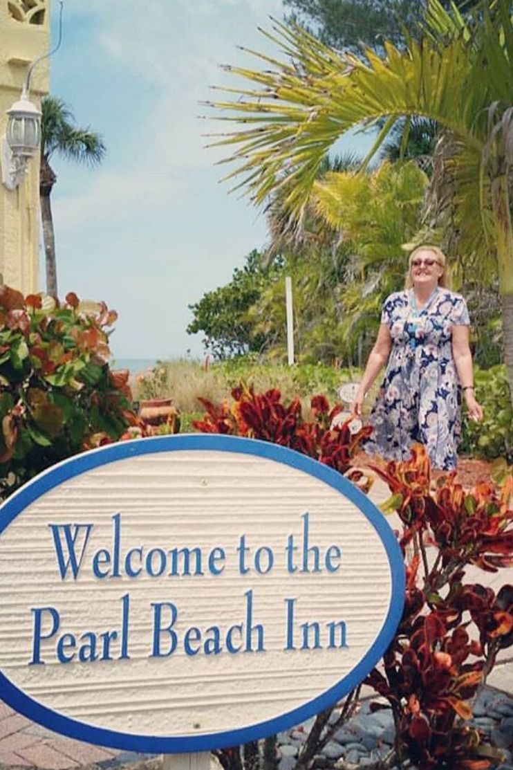 Our Manager Lindy will welcome you to Manasota Key!