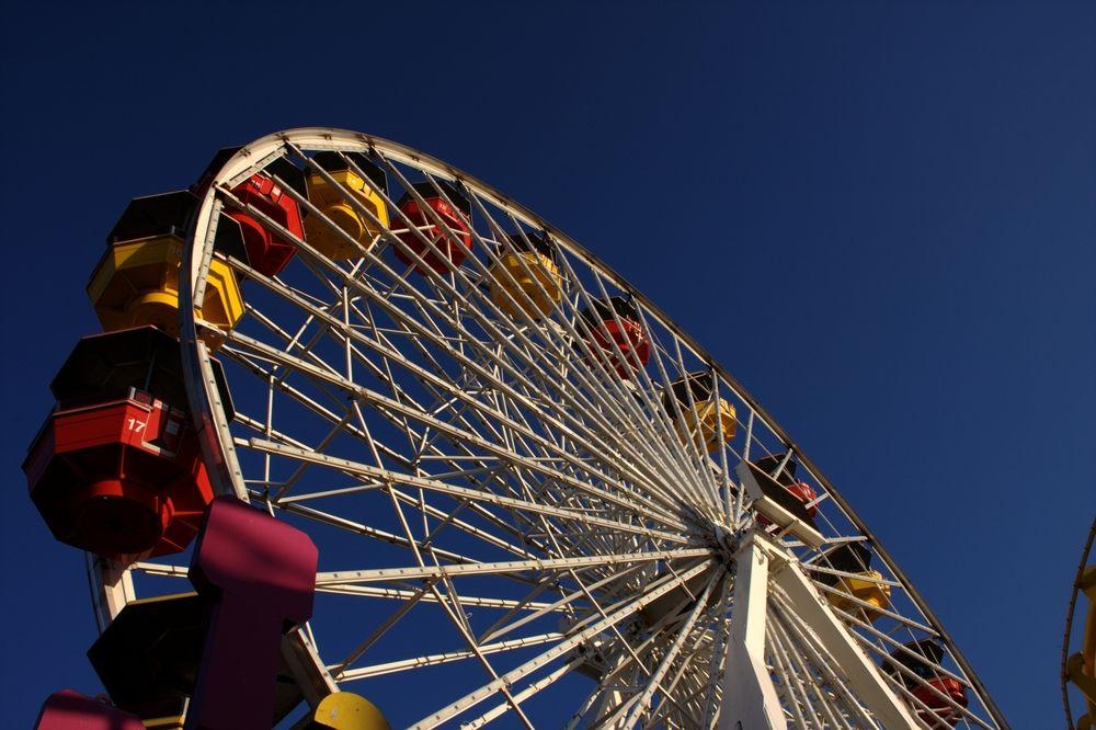 En #SantaMonica, el rincón más agradable de #LosAngeles, hay asombrosos juegos para disfrutar y vivir unas vacaciones con todos los mejores condimentos. http://www.bestday.com.mx/Los-Angeles-area-California/