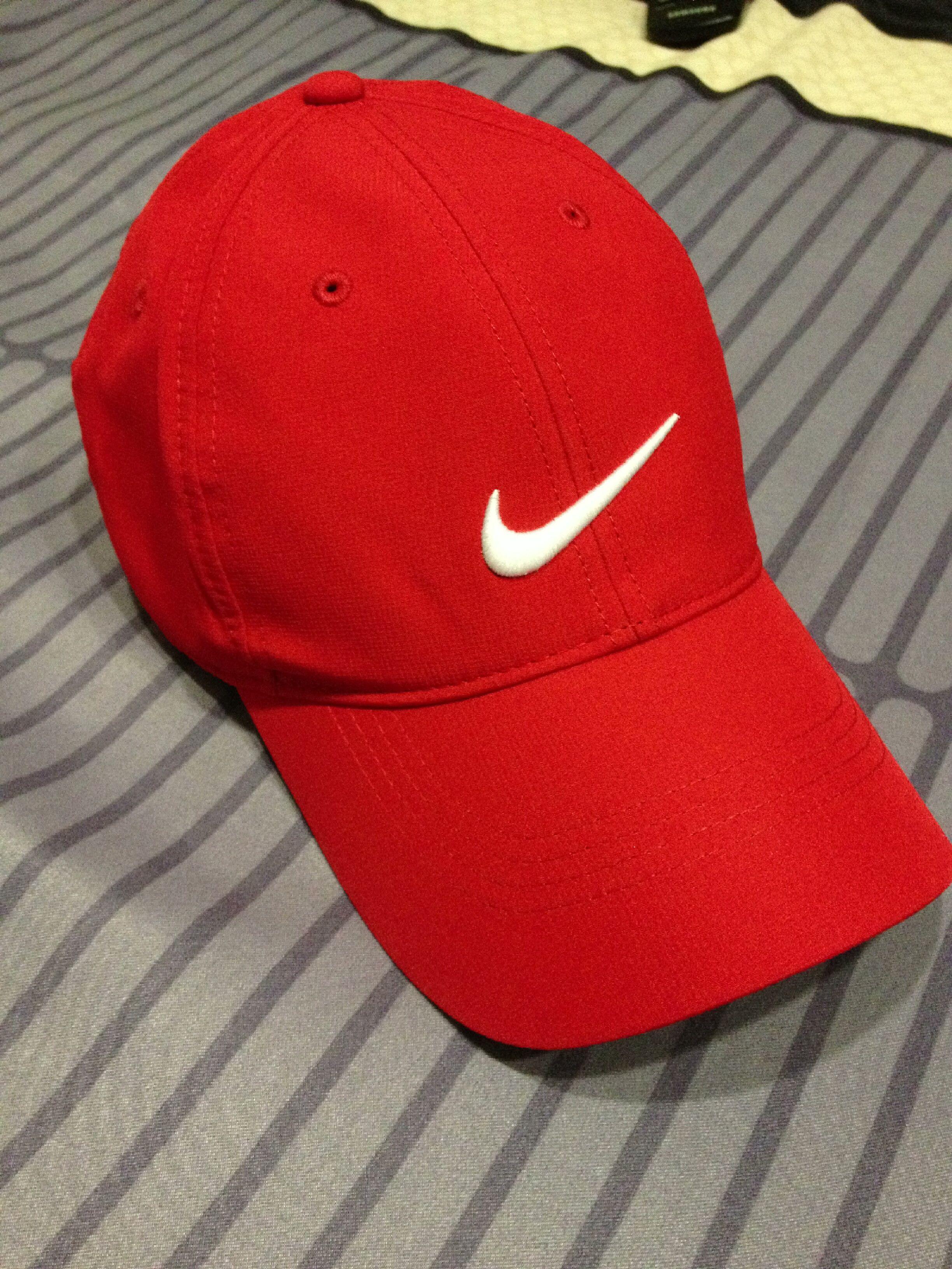 4029fe4f8df Nike Golf Red Cap