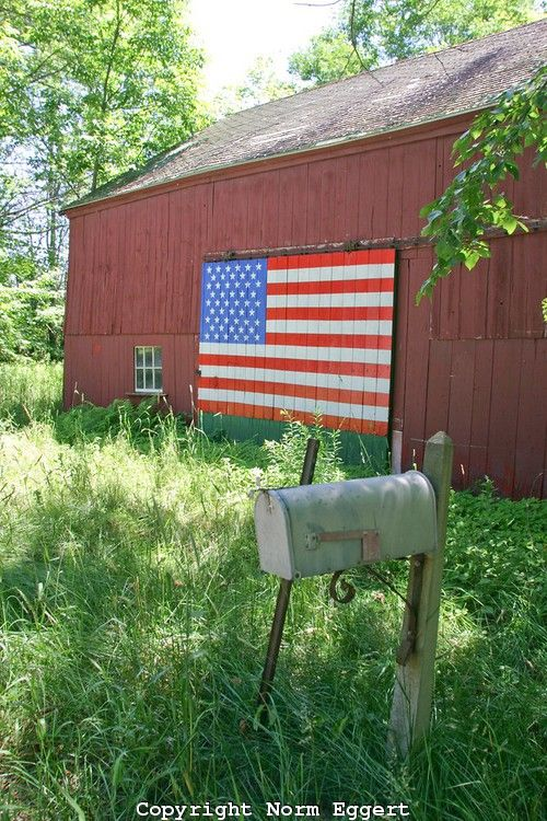 Red Barn With American Flag Painted On The Barn Door American Flag Painting American Barn Barn