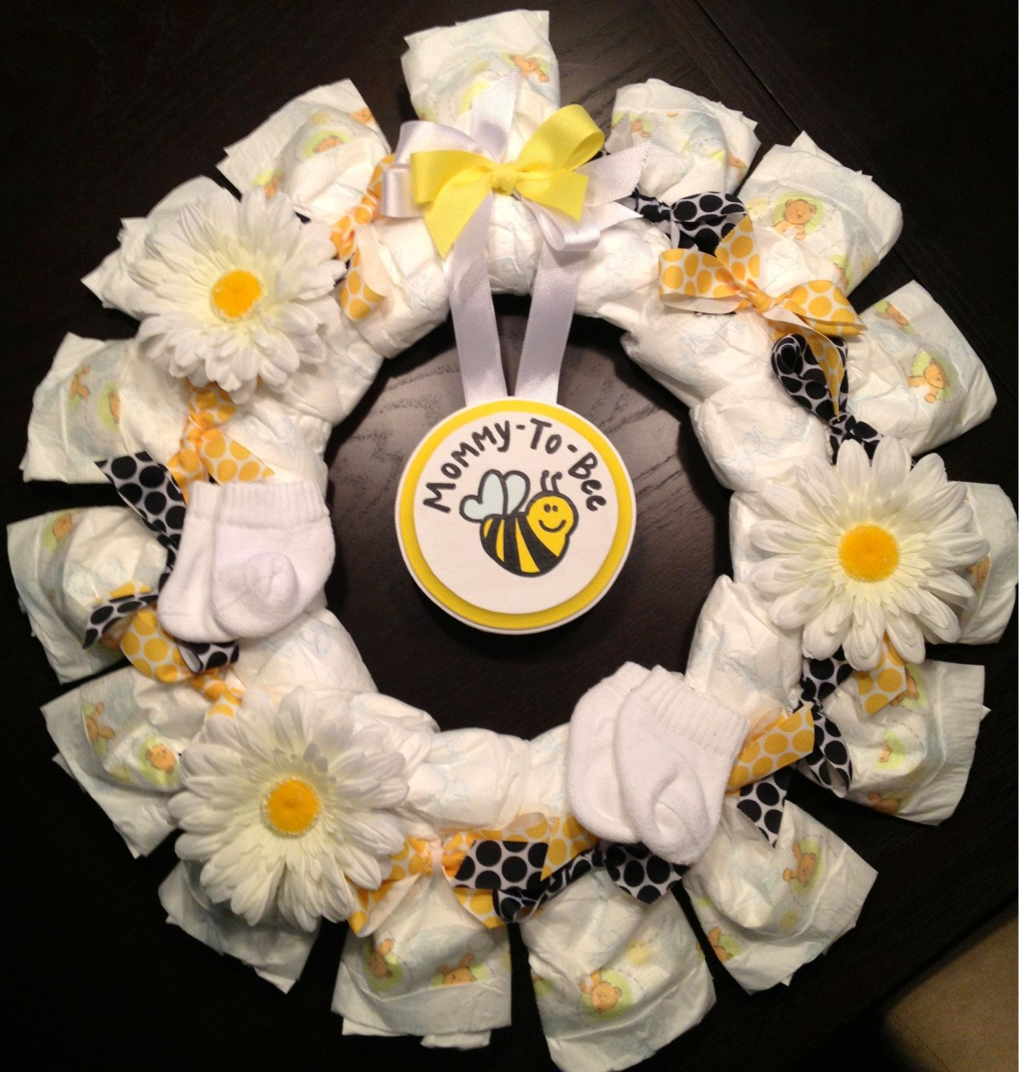Baby gift wreath : Personalized diaper wreath baby shower gift custom