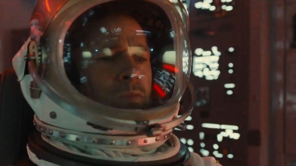 Las Primeras Imágenes De Brad Pitt Viajando Al Espacio En Su Nueva Película Ad Astra El Astronauta Roy Mcbride Emprende Una Misión Brad Pitt Ad Astra Watch Ad