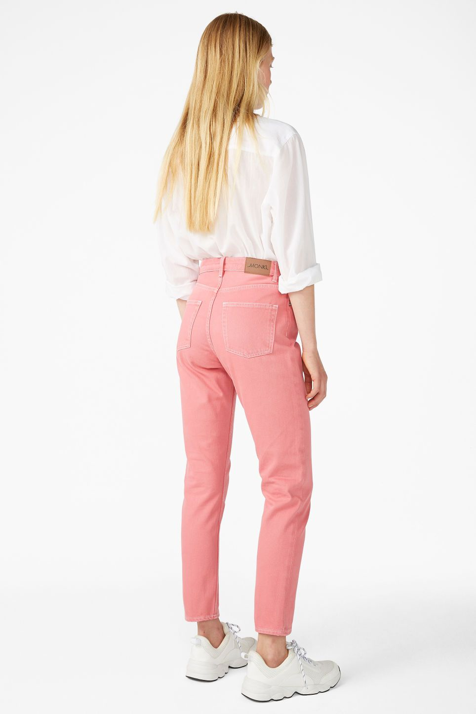 967c7804f9da Kimomo jeans in pink grapefruit - High-waisted and relaxed Kimomo jeans  with a slightly tapered leg, cropped to perfection.