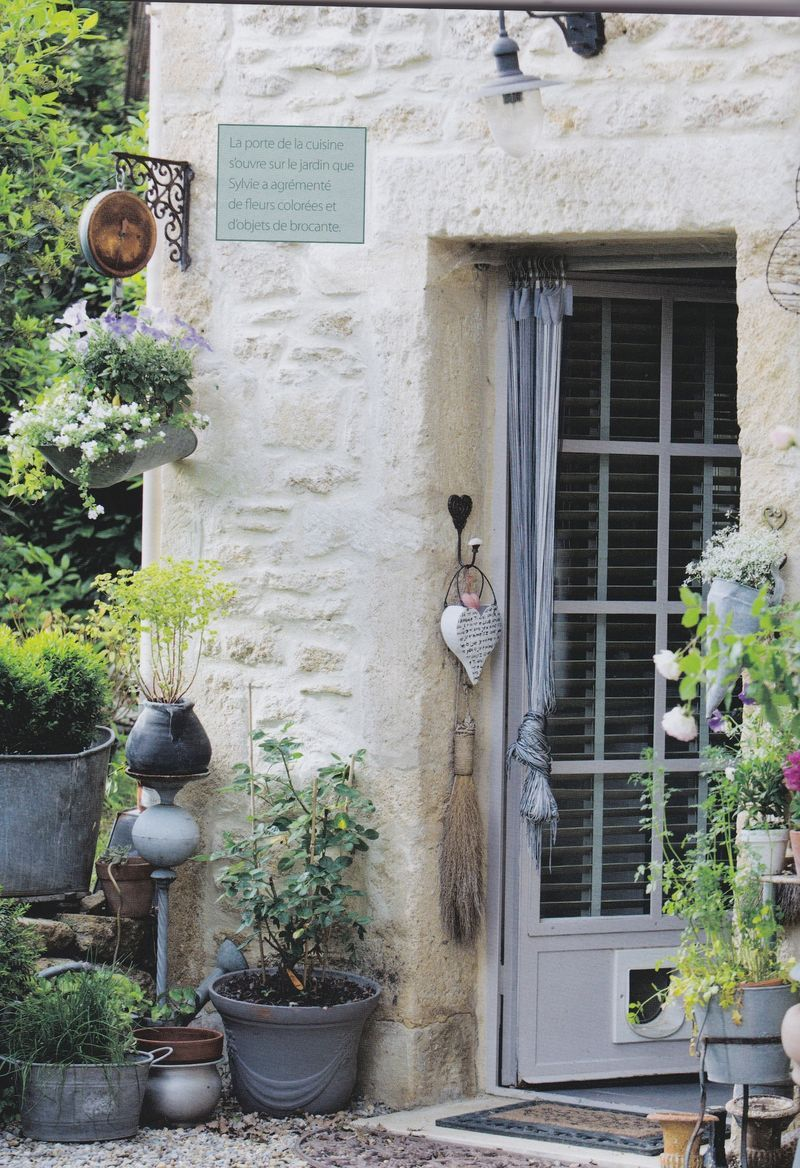 http://fabulousfifi.typepad.com/chez_fifi/2013/09/a-true-french-home-.html I want to stay here!