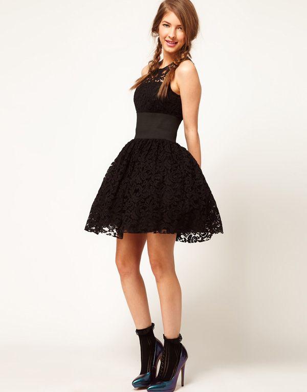 Vestido negro de vuelo