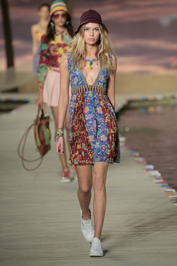 7ebe4007359 Gigi and Bella Hadid Are Caribbean Babes for Tommy Hilfiger