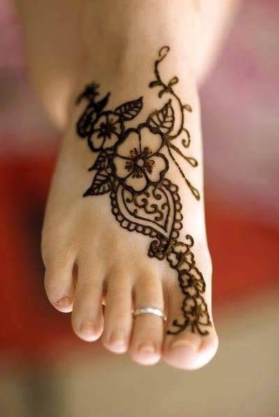 كل عروس في في حفل زفافها كتبحث على التميز دابا يمكنكي تحقيق ذلك الحاجة فاطمة جابتلكم مجموعة من النقوش Henna Designs Feet Henna Tattoo Hand Ankle Henna Tattoo