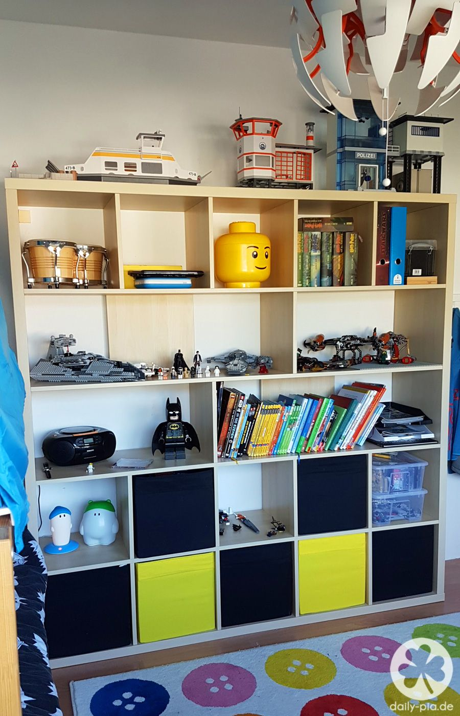 Ein neues Zimmer für Alex | Bett, Kleiderschränke und Kinderzimmer
