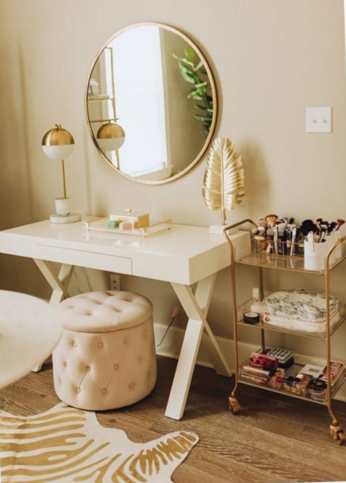 Office Look Women Makeup Makeitminimal Minimalismnusantara Minimalistic In 2020 Stylish Bedroom Makeup Room Decor Spare Bedroom