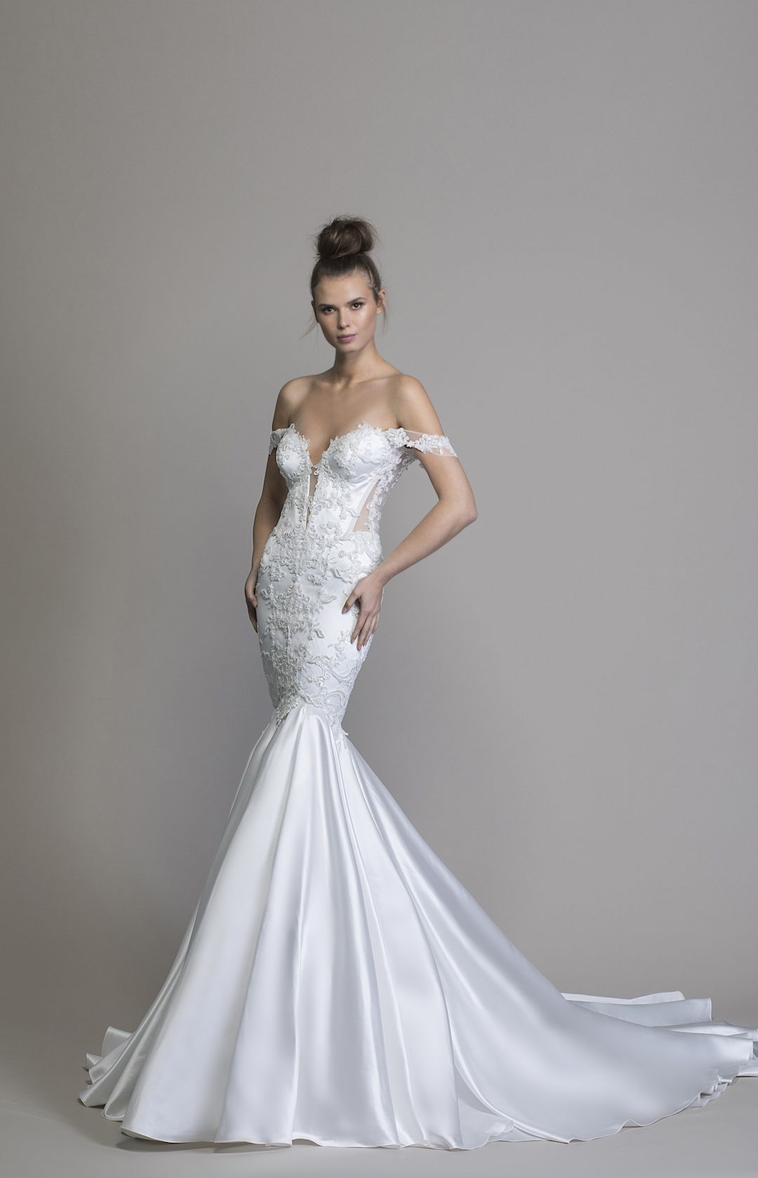Style 8933 Satin Mermaid Wedding Dress Accented With Apron Tulle And Organza Skirt Justin Alexander Satin Mermaid Wedding Dress Dream Wedding Dresses Mermaid Wedding Dress [ 1200 x 800 Pixel ]