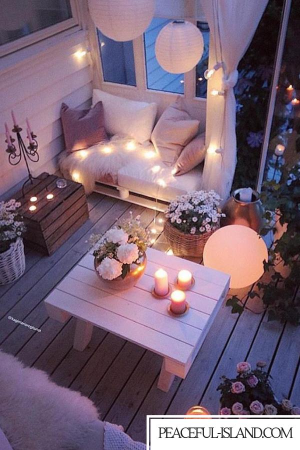 Rosa weißer atemberaubender Sitzplatz-Dekor im Freien #atemberaubender #dekor #freien #sitzplatz #bohemianbedrooms