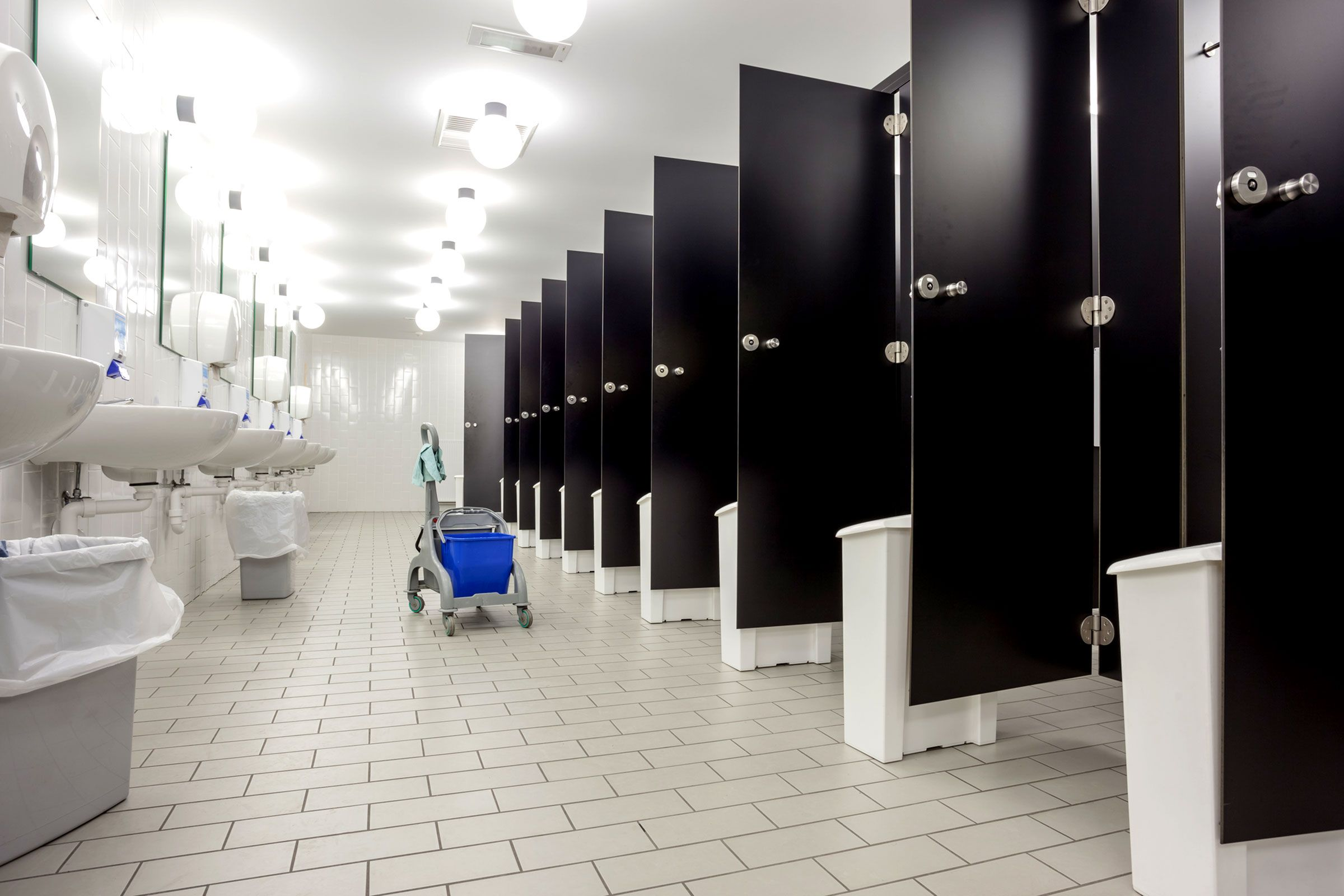 Public Bathroom Etiquette Public Bathrooms And Etiquette - Public bathroom supplies