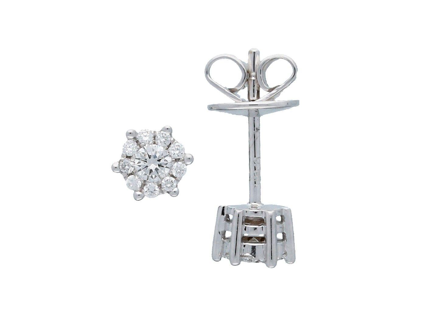 Glow Witgouden Solitaire Oorknopjes Diamant 0.18ct Gh/si3 206.3023.00. Prachtige witgouden oorbellen met elk een diamantje. Gemaakt van het beste 14-karaats goud. Gaan een leven lang mee. Bij het opnieuw erin doen even de velugels van de pouchette aandrukken zodat deze weer stevig op de oorbel aansluit. De diamantjes zijn Brilliant geslepen.