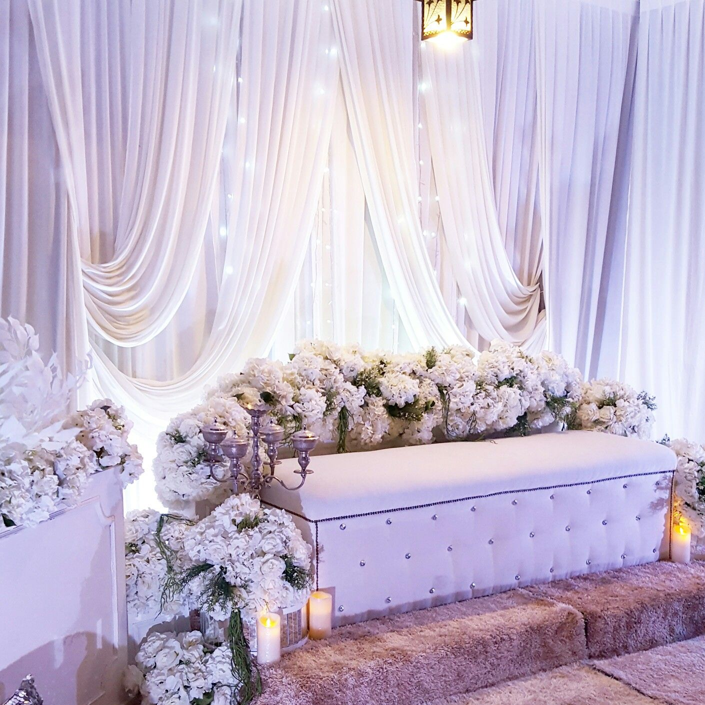 White Theme Wedding Pelamin By Enrich Wedding Pinterest
