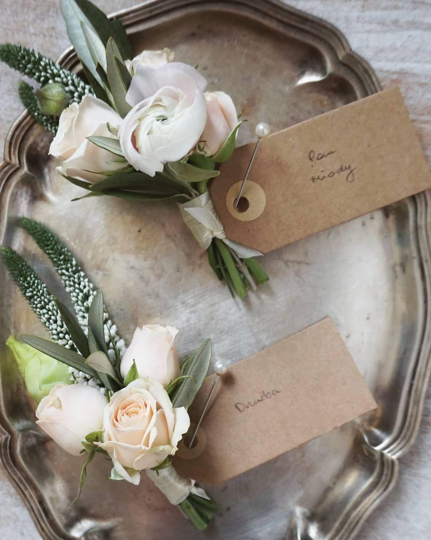 Butonierka Dla Pana Mlodego Oraz Duzby Wedding Flowers Place Card Holders Wedding