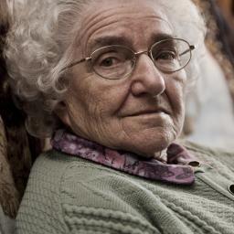 Een 19-jarige Amerikaanse jongen heeft zijn 89-jarige oma ...