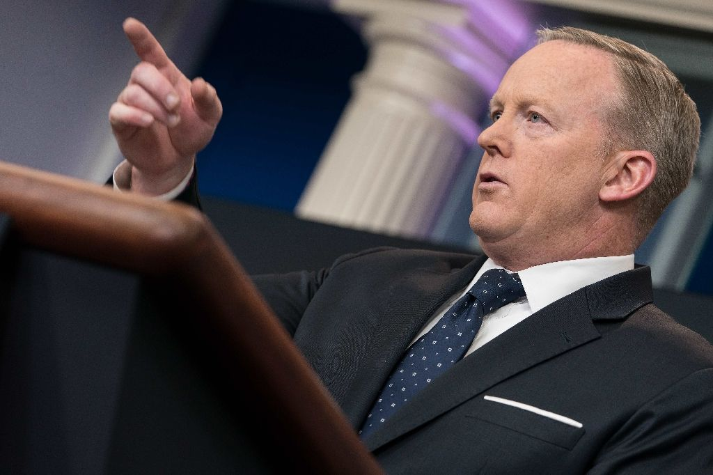 Spicer out amid White House shake-up