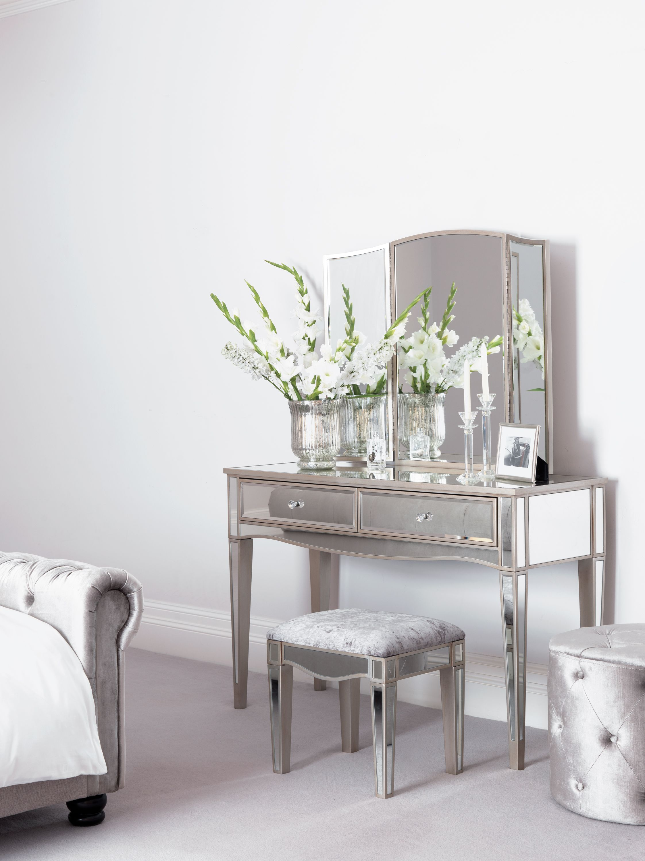 Every Bedroom Needs A Dresser This Elegant Dressing Table Provides The Perfect Feature For Your