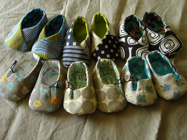 DIY Baby shoes. Fabulous! These are perfection...big bucks at the baby stores for these, if you could even find something this cool. Not my usual sewing project, but I'm going for it! What a lovely baby gift.