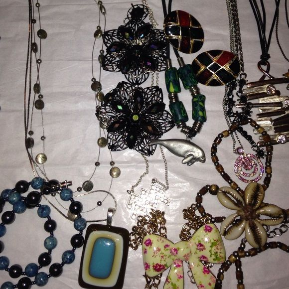 ❤️ 15 piece Jewelry Bundle There's something for everyone in this bundle three pairs of Pierce earrings  12 necklaces to name a one  of the brands  express, and several vintage pieces! Mixed Items Jewelry Necklaces