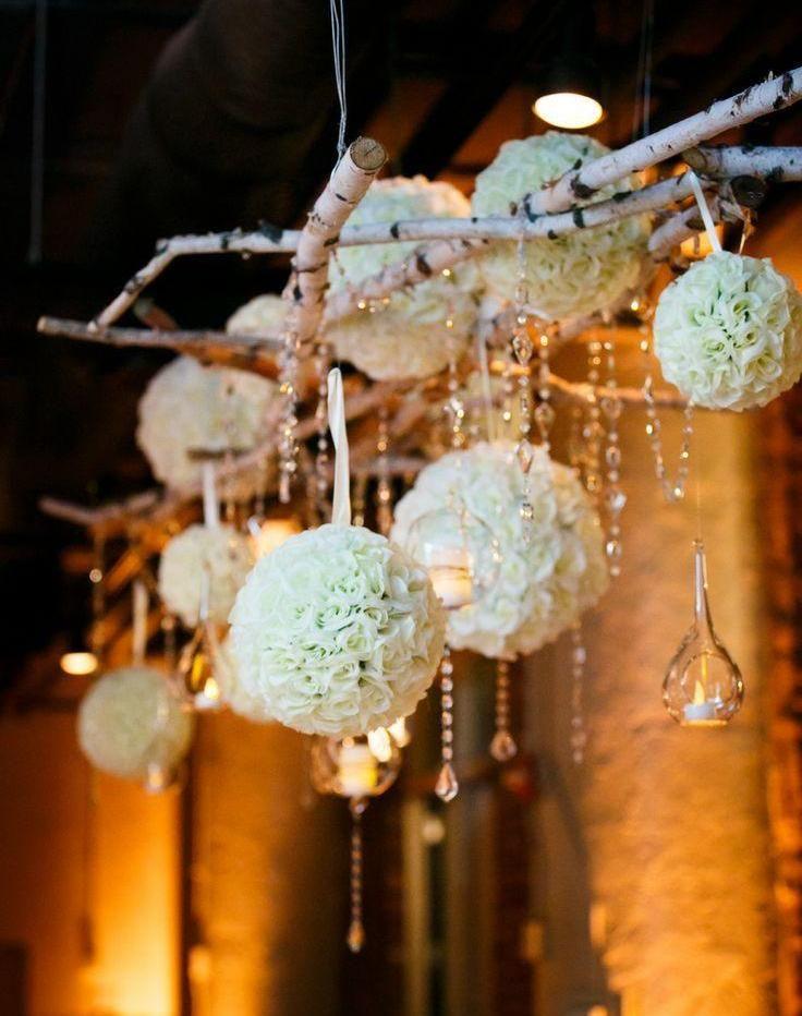 hochzeit-tischdeko-romantisch-haengend-dekoration-baelle-blumen ...