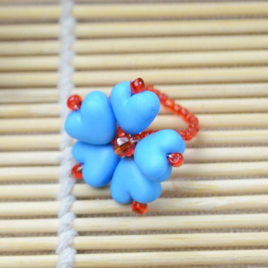 A blue heart ring will be shown in this tutorial, it is a very simple beaded ring pattern and everyone can take a try.