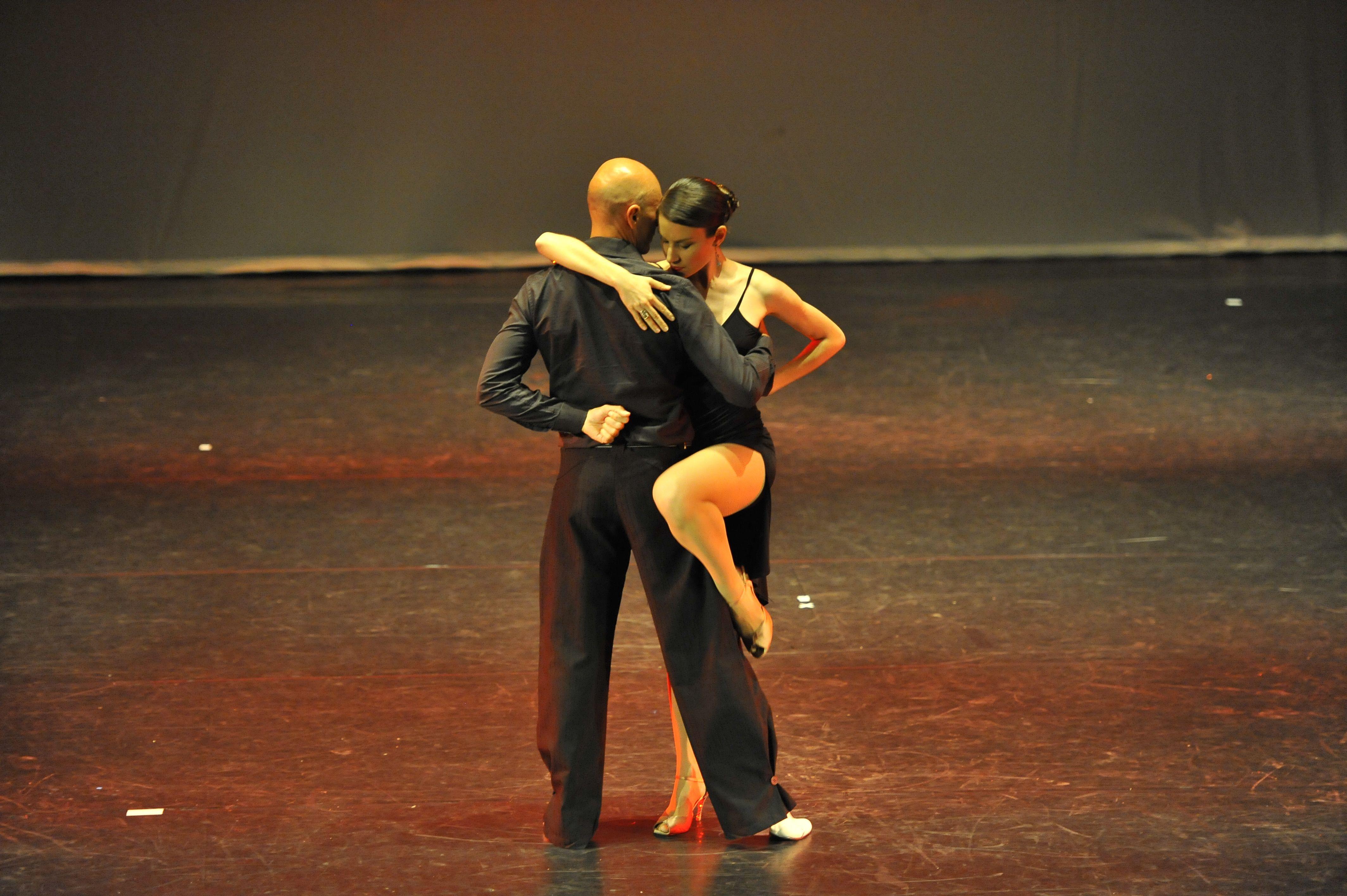 Oggi è la giornata perfetta per indossare le scarpette e venire a ballare il tango!Fuori è buio ma dentro brilla il cuore danzante...   h 19-20 Tango workout h 20-21 Lezione di tango  h 21-22 Pratica di ballo  Prima lezione di prova gratuita prenotando a info@metissart.org- 0236529113 http://www.metissart.org