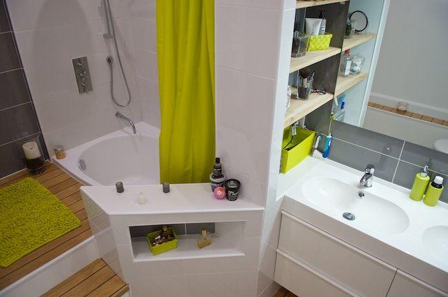salle de bain atypique parquet estrade blanc gris vert et bois