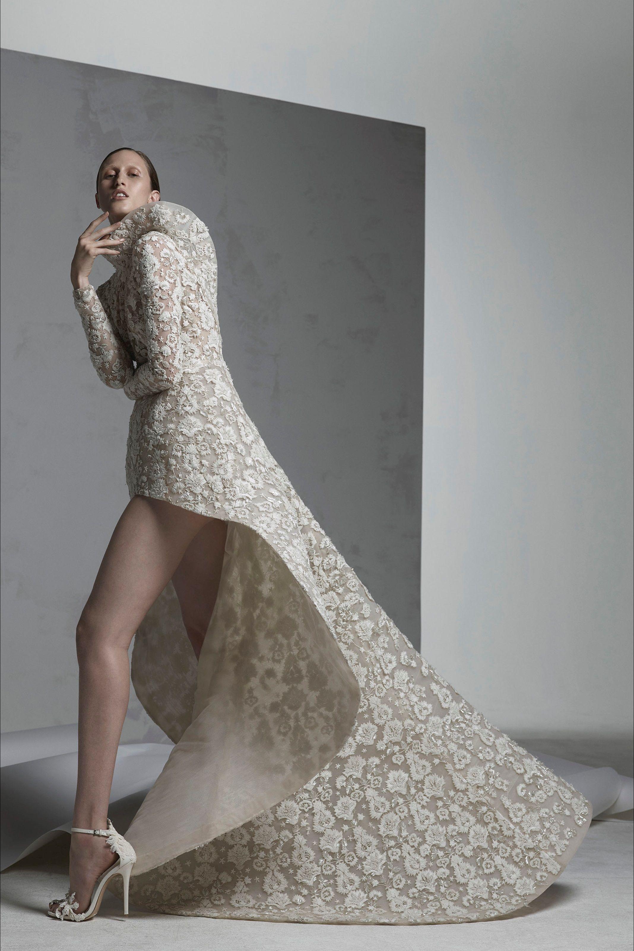 26f6d641a5df Guarda la sfilata di moda Ashi Studio a Parigi e scopri la collezione di  abiti e accessori per la stagione Alta Moda Autunno-Inverno 2016-17.