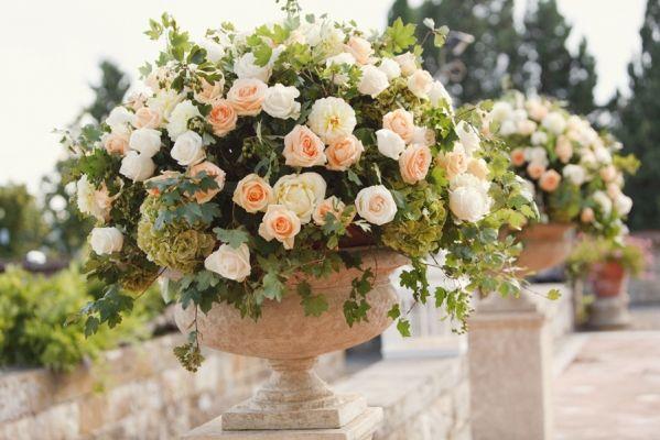 Pin By Jr Jewelers On Weddings Ceremony Flowers Italy Wedding Wedding Flowers
