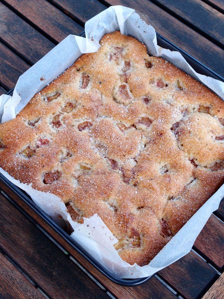glutenfri rabarberkaka med mandelmjöl