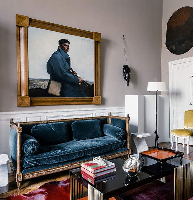 The contrast in styles between the sofa and coffee table makes this - location studio meuble ile de france
