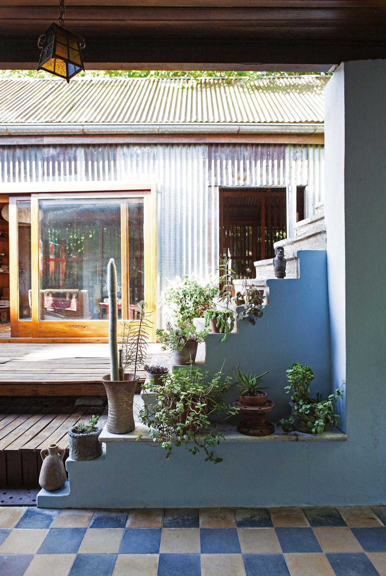 Una casa chorizo reciclada para brillar | Patios, Balconies and Decking