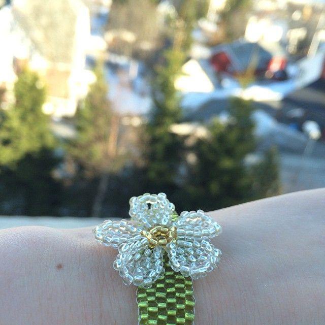 Ønske me vår !  #spring #diy #bracelet #peyotestitch #flower