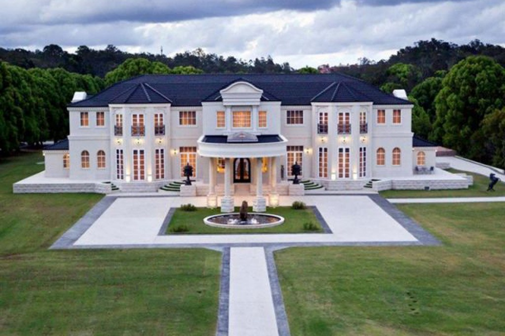 Gold Coast Hinterland Mansion Sells For Half Its Cost Luxury Houses Mansions Big Mansions Luxury Mansions Interior