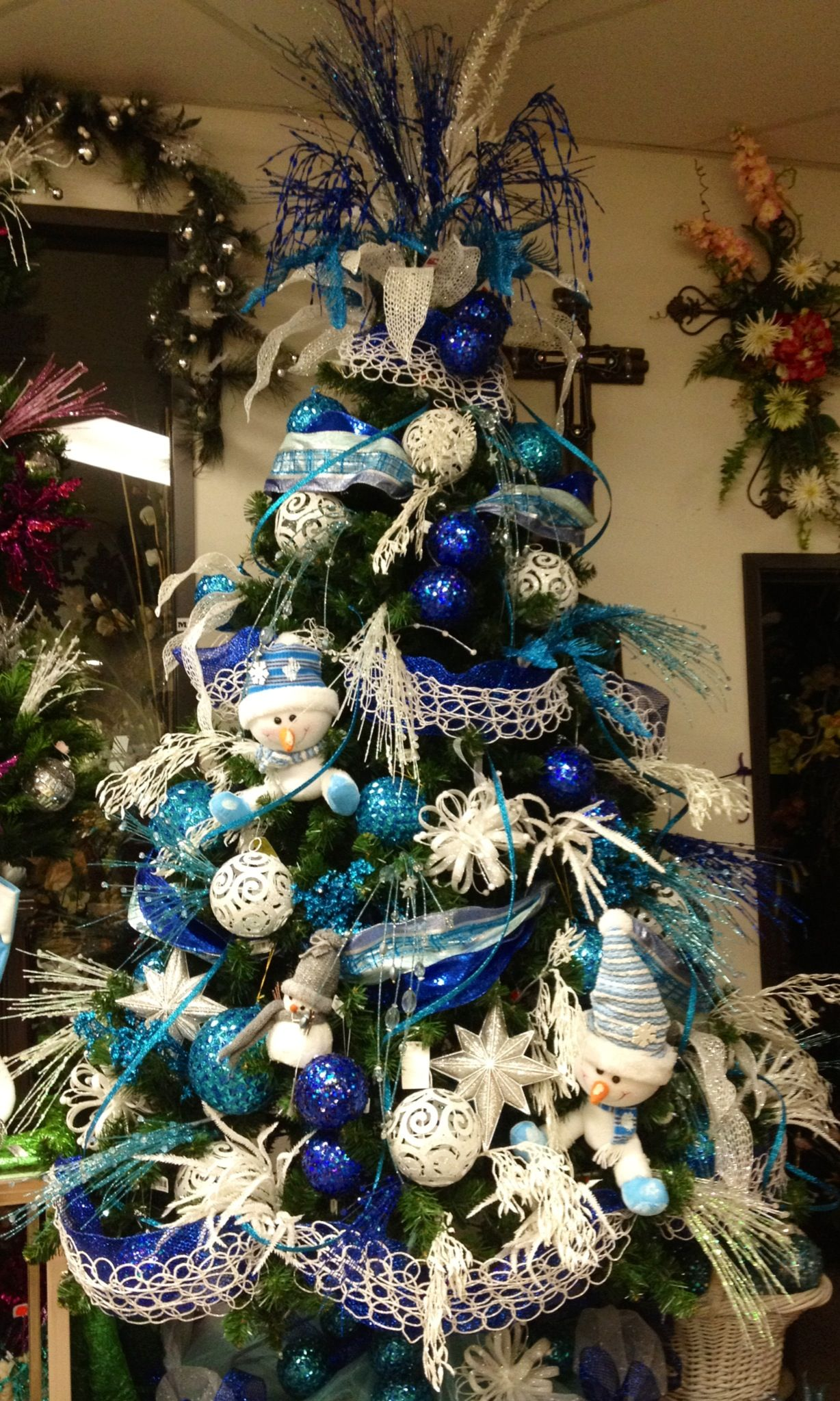 Blue And White Snowman Christmas Tree Designed By Arcadia Floral Home Decor Holiday Christmas Tree Blue Christmas Tree Christmas Tree Themes