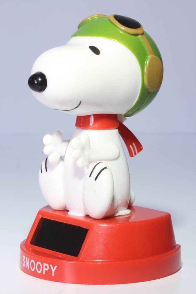 World War One Snoopy Flying Ace Solar Bobble Head Figure Solar Powered Toys Bobble Head Dancing Toys