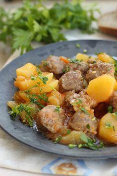Tocana de carnati cu cartofi si ardei - Felul doi - Supermarket PROFI Romania