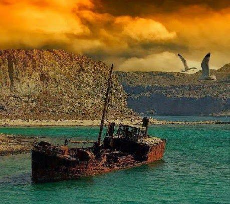"""""""... como los restos de una nave carcomidos por la ausencia..."""" Amanecer cada vida y despertar a las palabras. La misma historia vuelta a contar una y otra vez desde el principio del mar, eco en el tiempo que no termina de despedirse arrecife contra el que se estrella la tenacidad de la marea. Jules Etienne."""